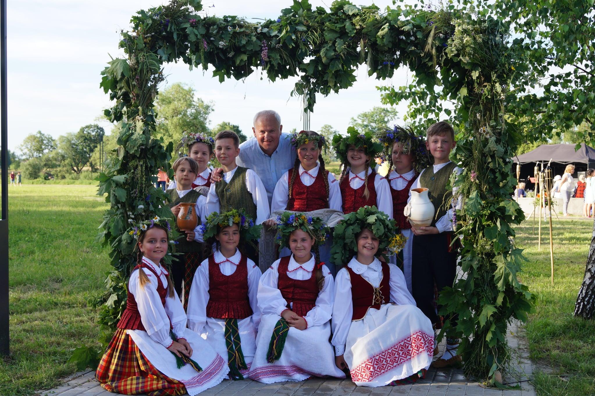 """Vaikų ir jaunimo liaudiškų šokių kolektyvas ,,Kupolėlė"""""""